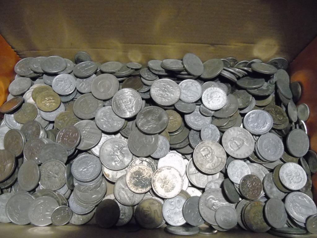 PRL w pudle - monety, zakazana bibuła, Gomułka