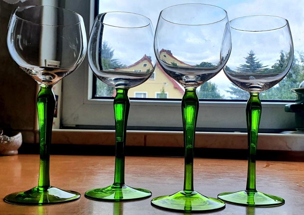 Komplet 4 szt kieliszków do wina na zielonej nóżce