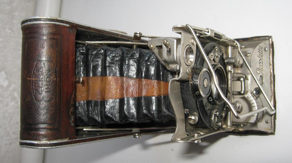 Старая камера PICCOLETTE