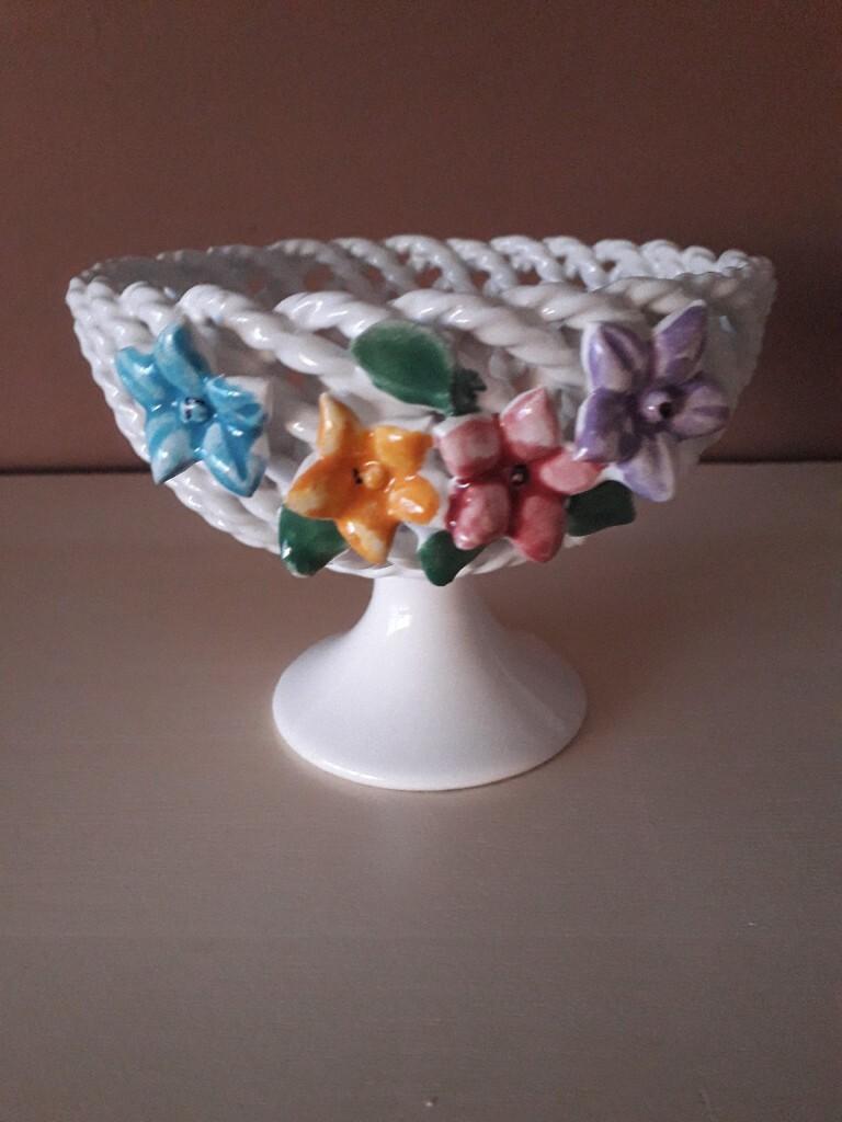 Koszyczek z porcelany