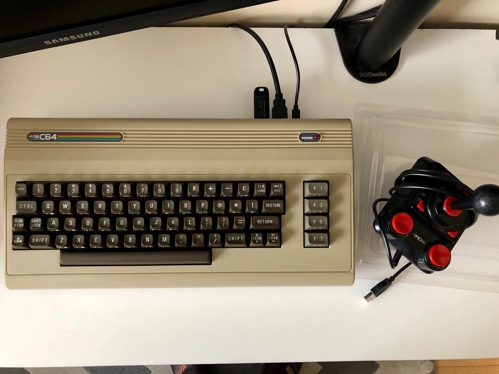 Item Commodore C64 Maxi