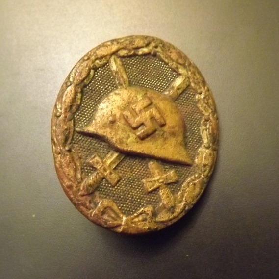 Item Golden badge for the wounded of world war II, the original