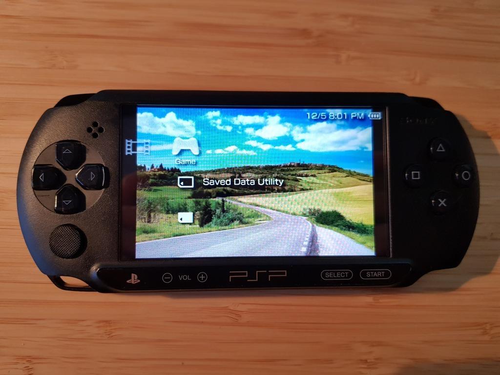 Item PSP E1004 (Street)+original box+card 8 GB