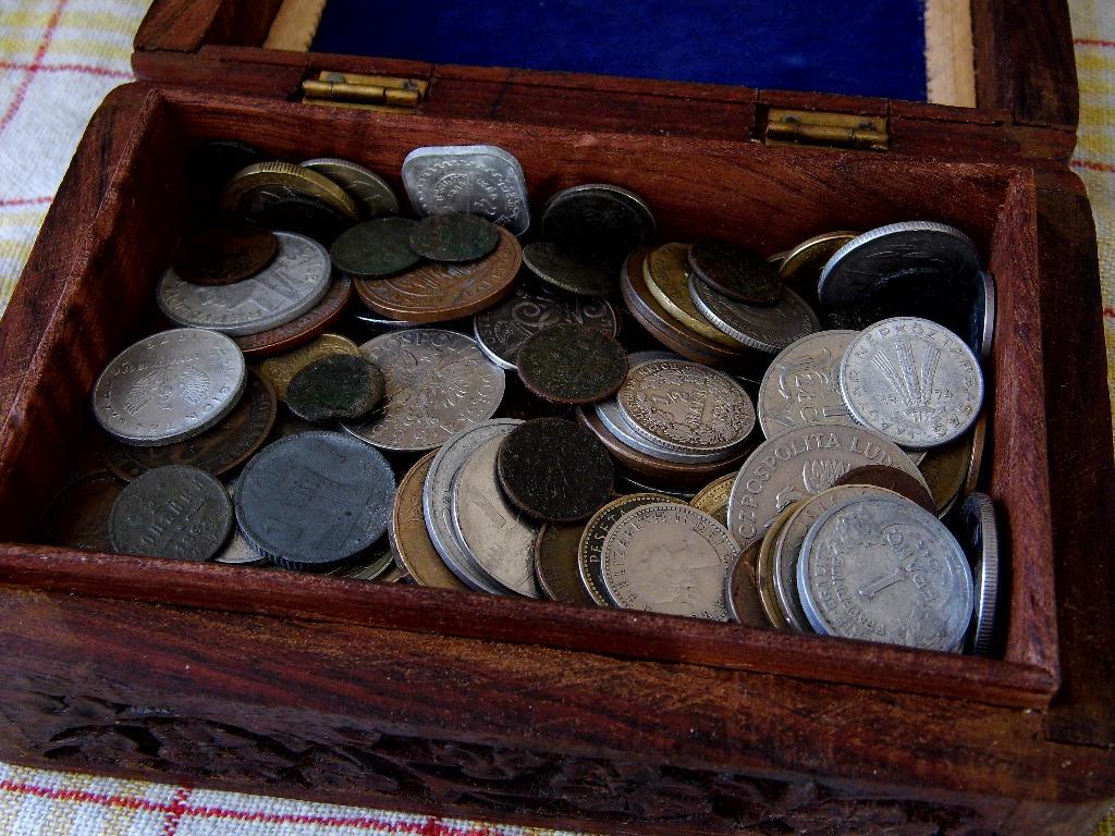 Stara szkatułka z monetami Licytacja od 1 zł bcm