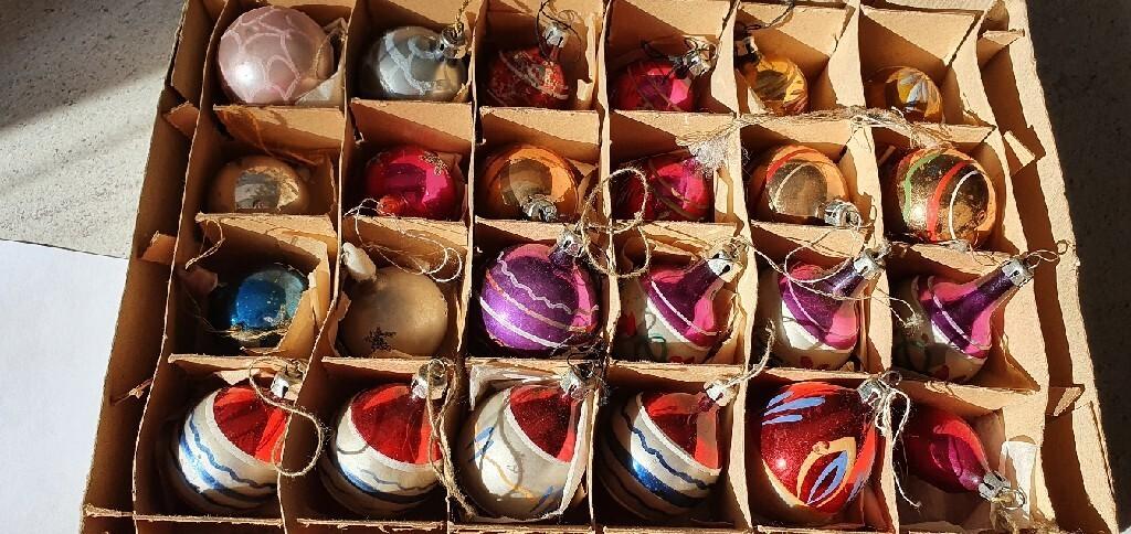 Набор из 24 новогодних шаров времен Польской Народной Республики
