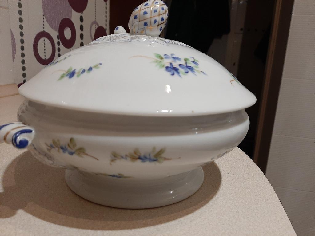 Piękna waza naczynie z ozdobną pokrywą