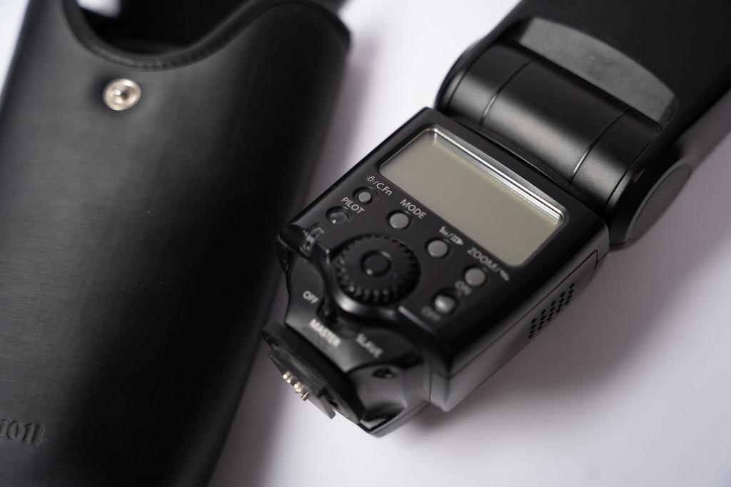 Item Flash Canon 580 EX FV 23%. Invoice VAT.