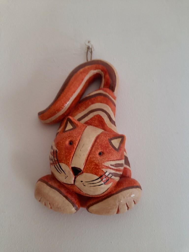 Керамический кот расписан из студии