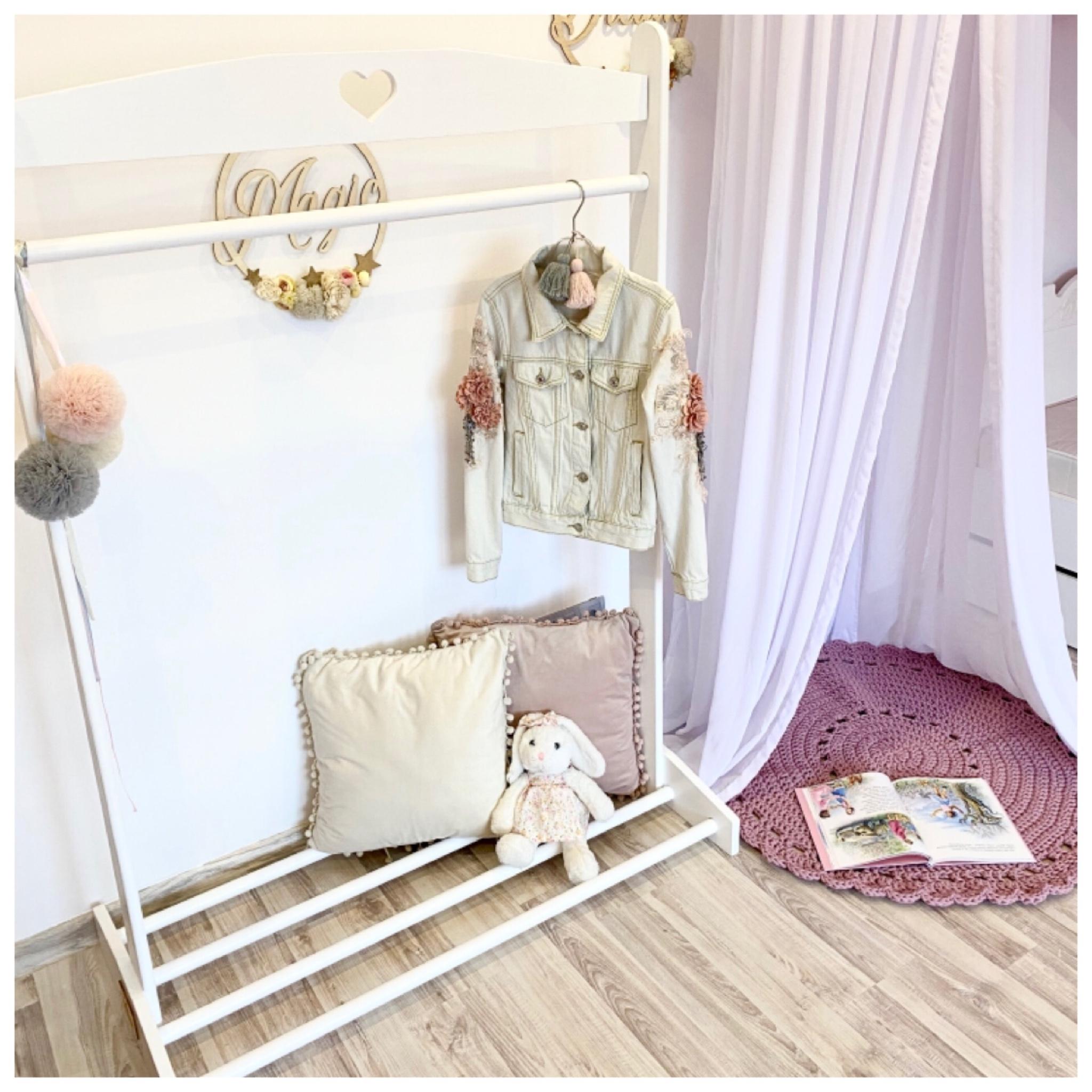 Wieszak stojak garderoba z drewna dla dzieci