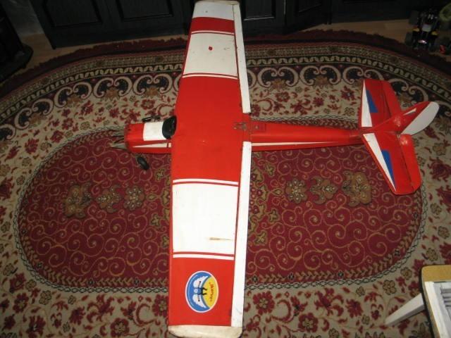 Model samolotu spalinowego.