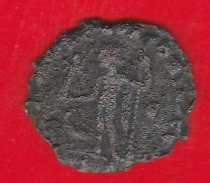 Римская монета - очень старая, для идентификации.