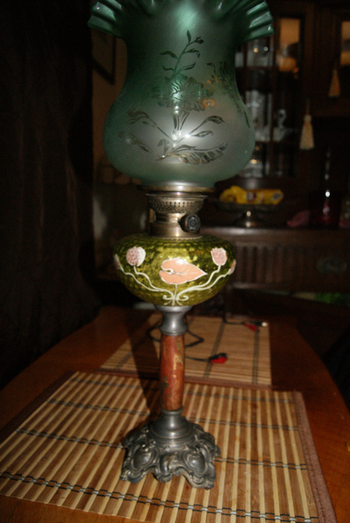 Piękna duża lampa naftowa
