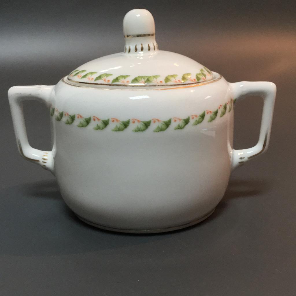 Cukierniczka porcelanowa z liśćmi miłorzębu
