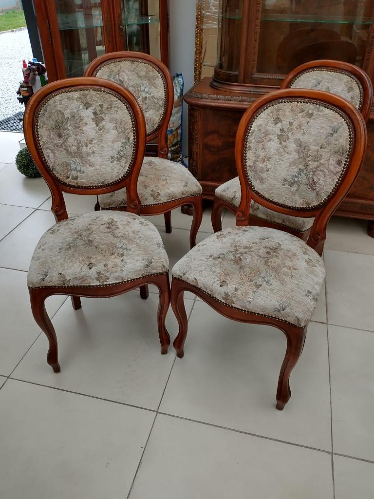 Стильный набор из четырех стульев Medallions
