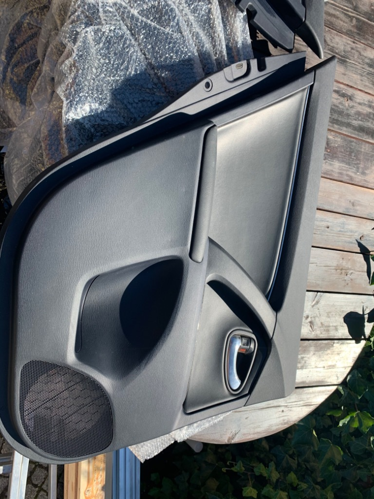 toyota avensis t27 обивка шторки двери задних
