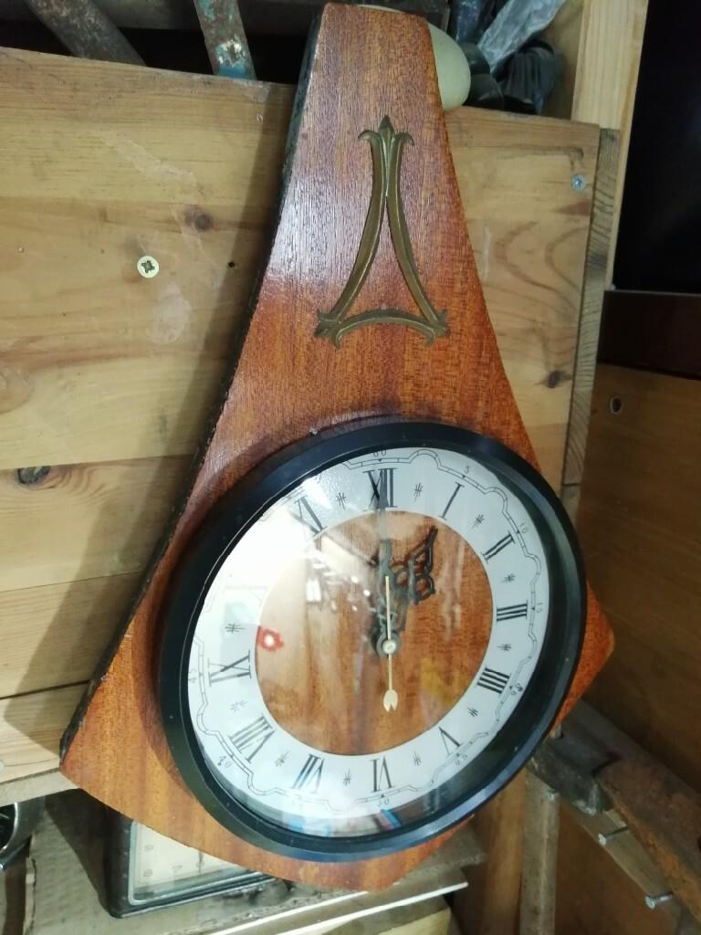 Старые советские подвесные часы коммунистической эпохи МАДЖАК