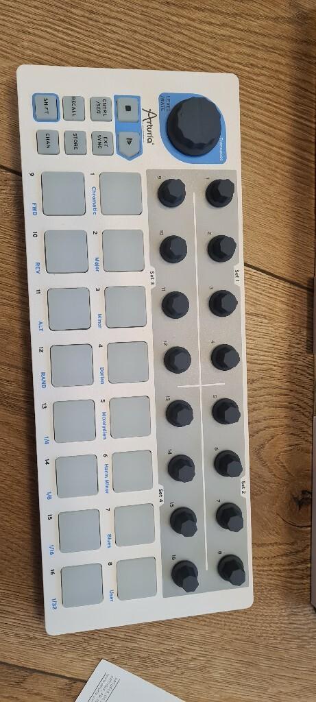 Item Arturia Beatstep  controller & sequencer