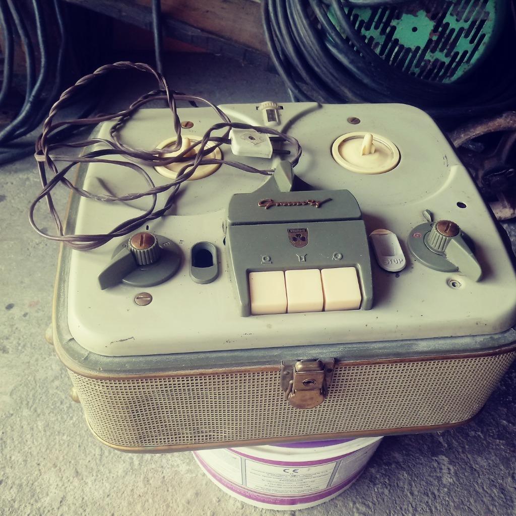 Stary magnetofon szpulowy grundig zabytek