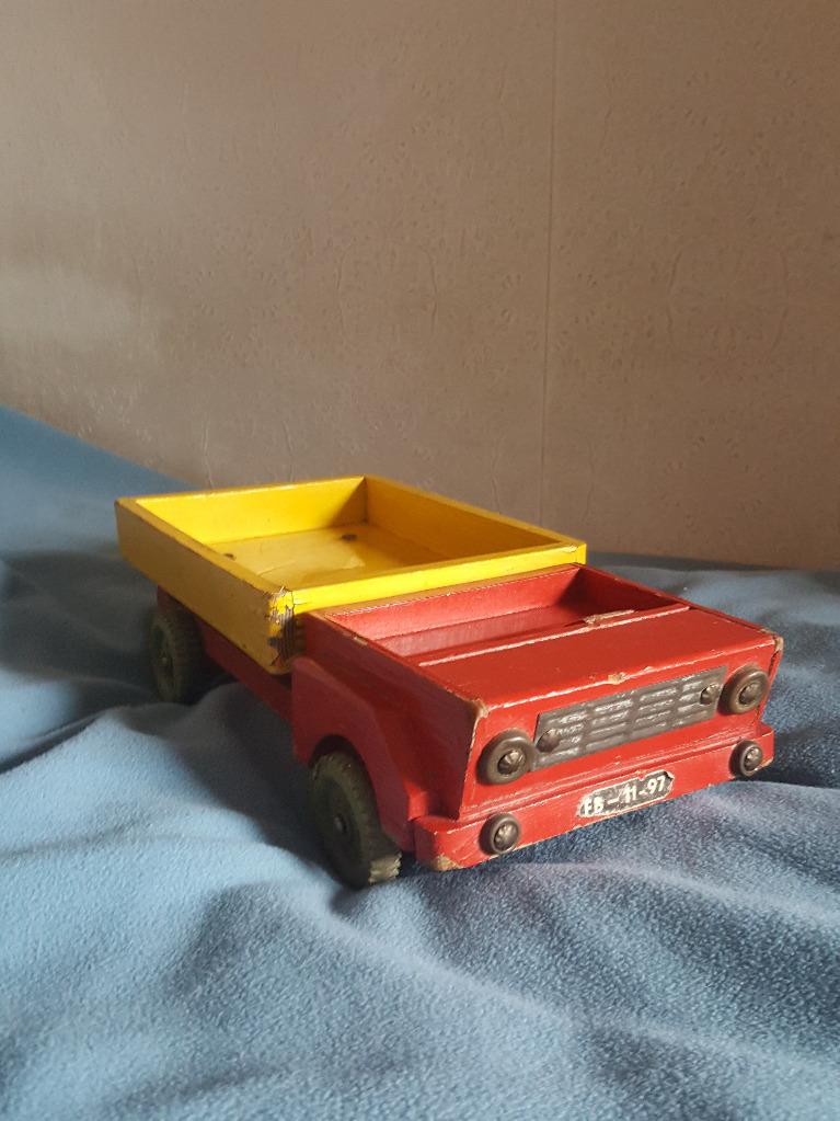 Деревянная красно-желтая машина, ПРЛ