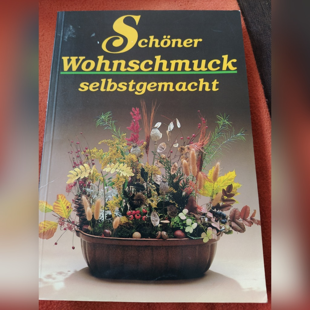 Item Book with a variety of flower arrangements