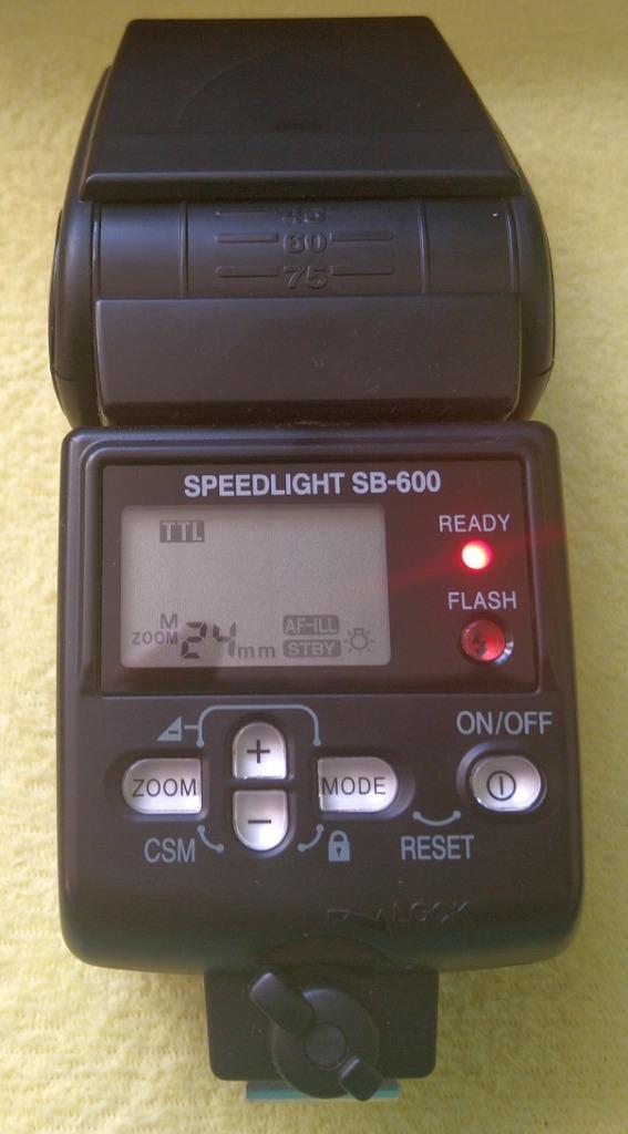 Nikon SB-600 lampa błyskowa.