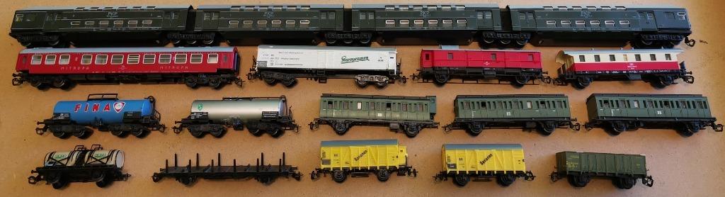 zestaw 15 wagonów towarowych i osobowych TT 1:120