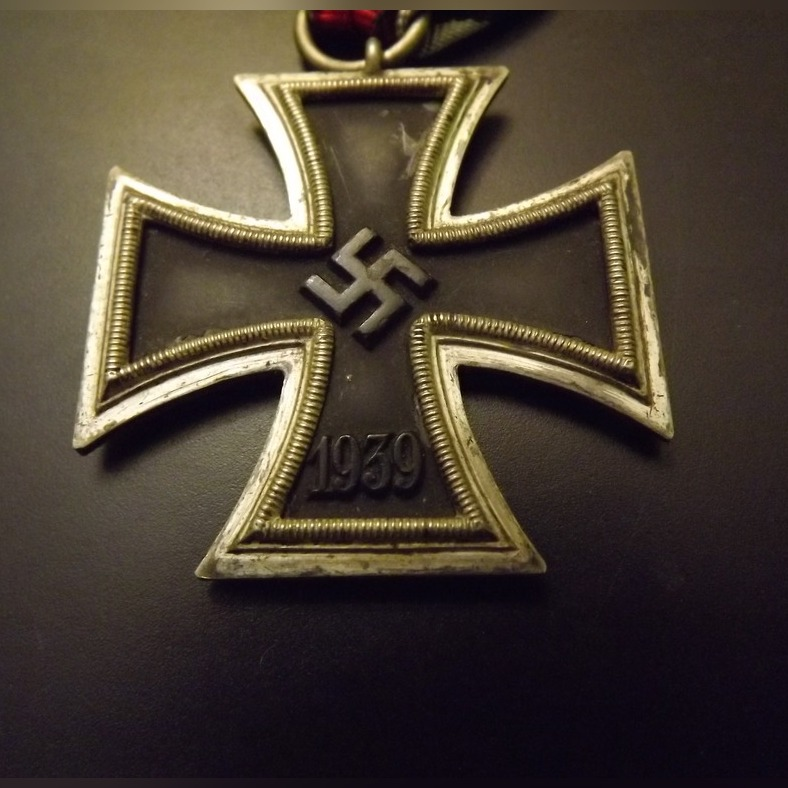 Item Iron cross II class of 1939, the liner alloy Zn