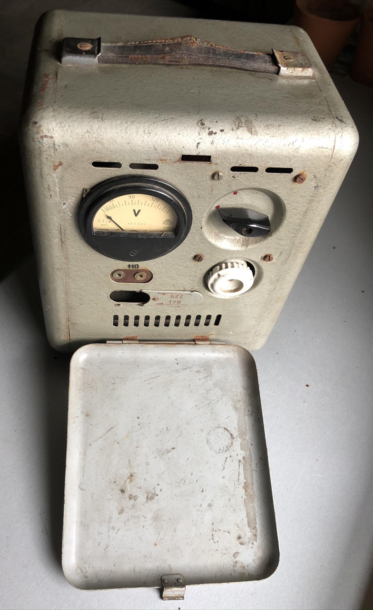 Исторический промышленный польский трансформатор 1958 года