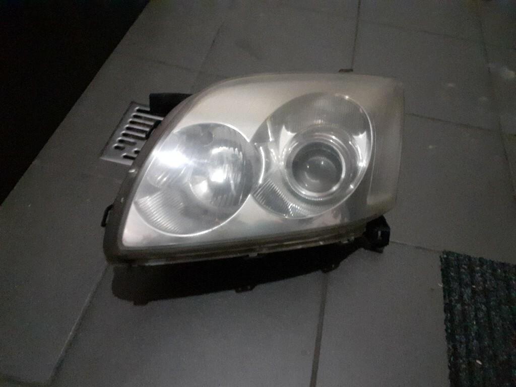 лампа вперед toyota avensis t25