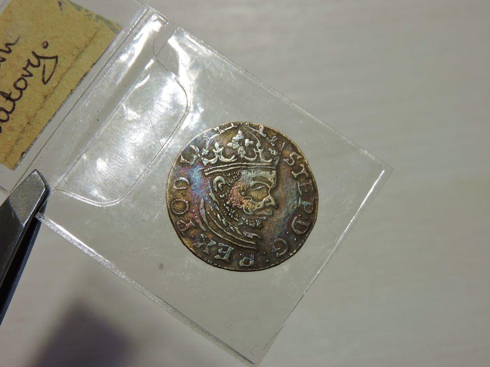 Stefan Batory, Trojak z 1583 roku. Tęczowy nalot.