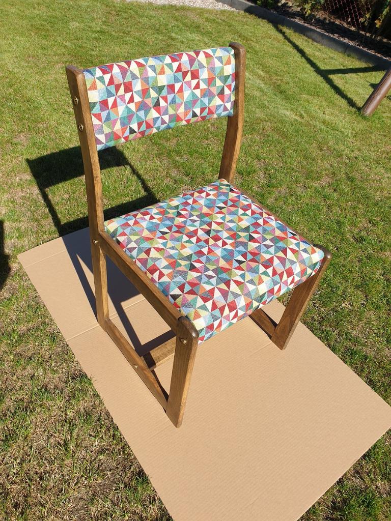 Oryginalne krzesło prl po renowacji