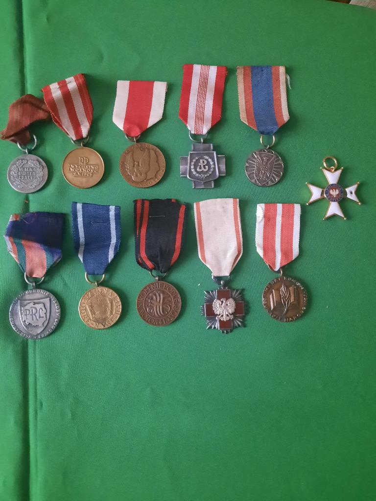 Odznaczenia -  medale i krzyże.