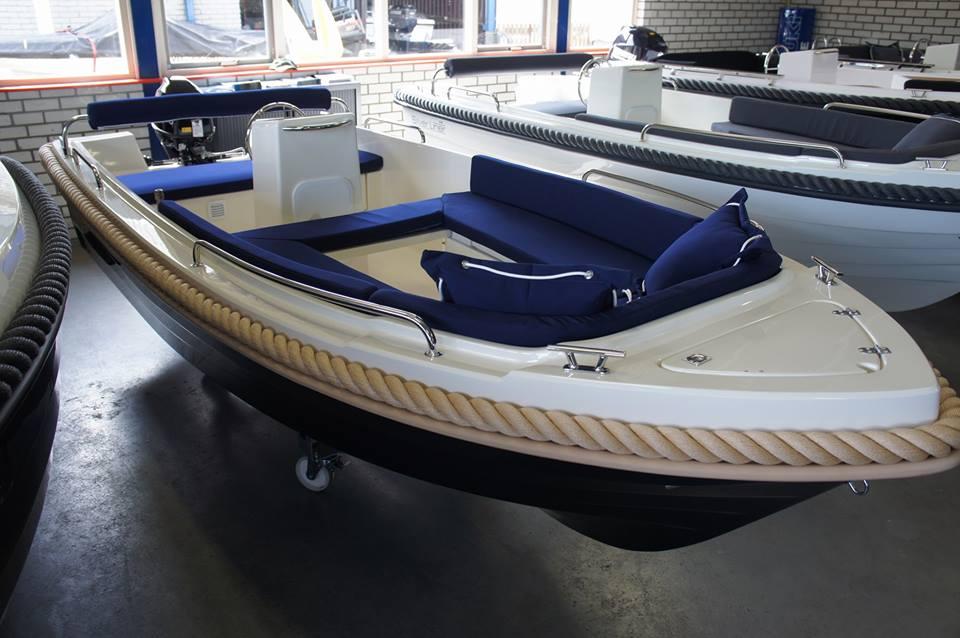 wiosłowa motorowa łódź wędkarska SILVER 445 SPORT