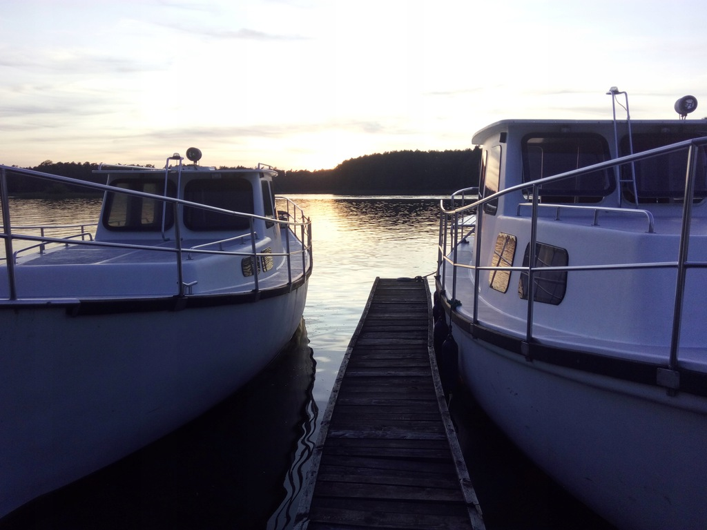 Jacht motorowy, kabinowy, silnik mercedesa