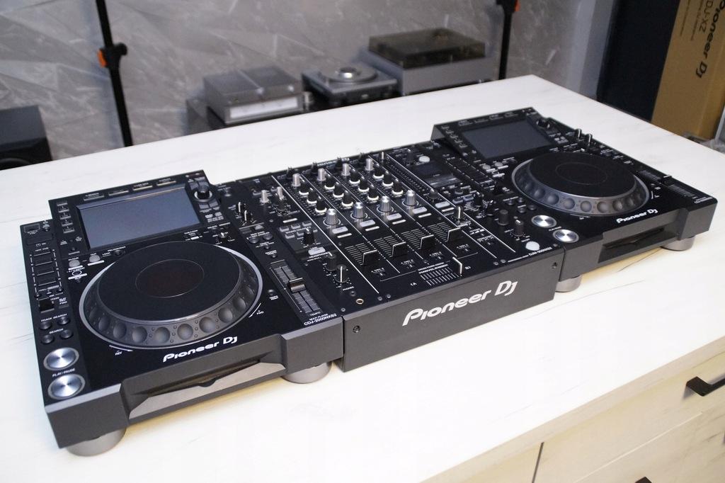 2 x Pioneer CDJ 2000 NEXUS 2 DJM 900 NEXUS 2