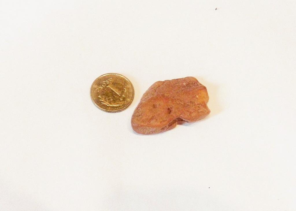 BURSZTYN - bryłka znaleziona na plaży 1,9 g (5)