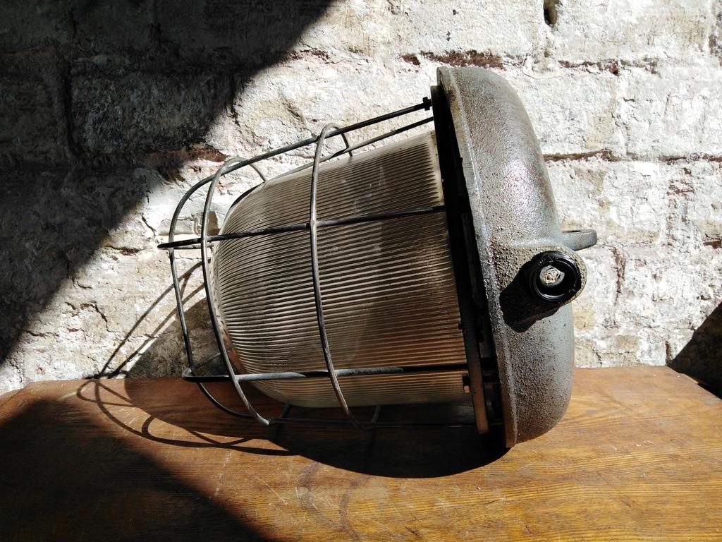 STARA ŻELIWNA LAMPA PRZEMYSŁOWA -OS- 200P