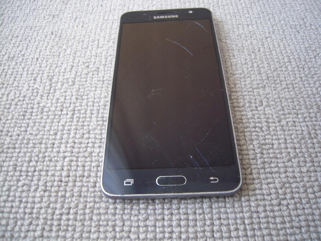 Smartfon Samsung Galaxy J5 2016 czarny 16 GB