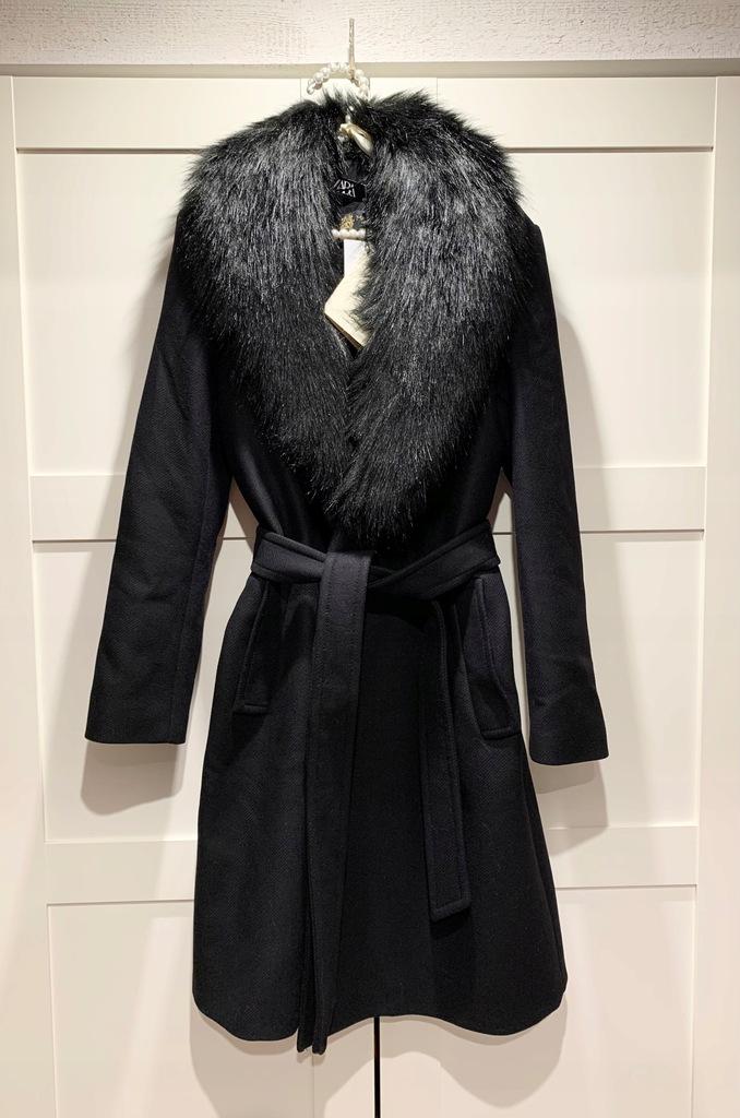 Płaszcz ZARA rozmiar S z futrem