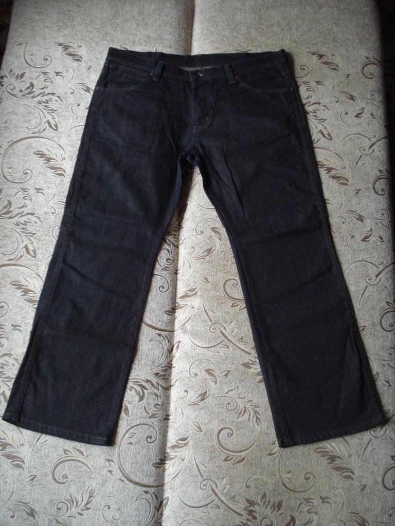Spodnie Wrangler Roxboro W36 L30 pas 98-104