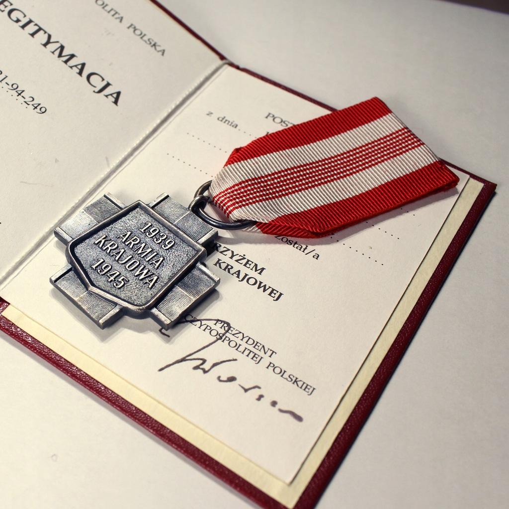 Krzyż Armii Krajowej + Legitymacja