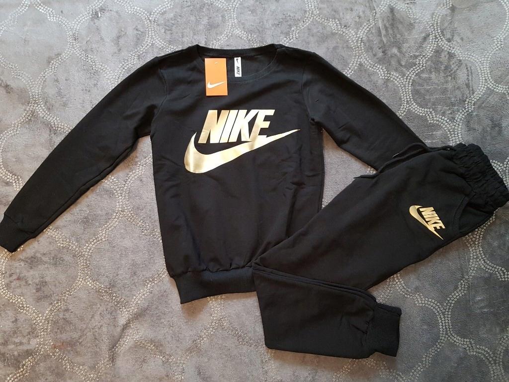 Nike – Spodnie dresowe z nadrukiem z logo – Czarny