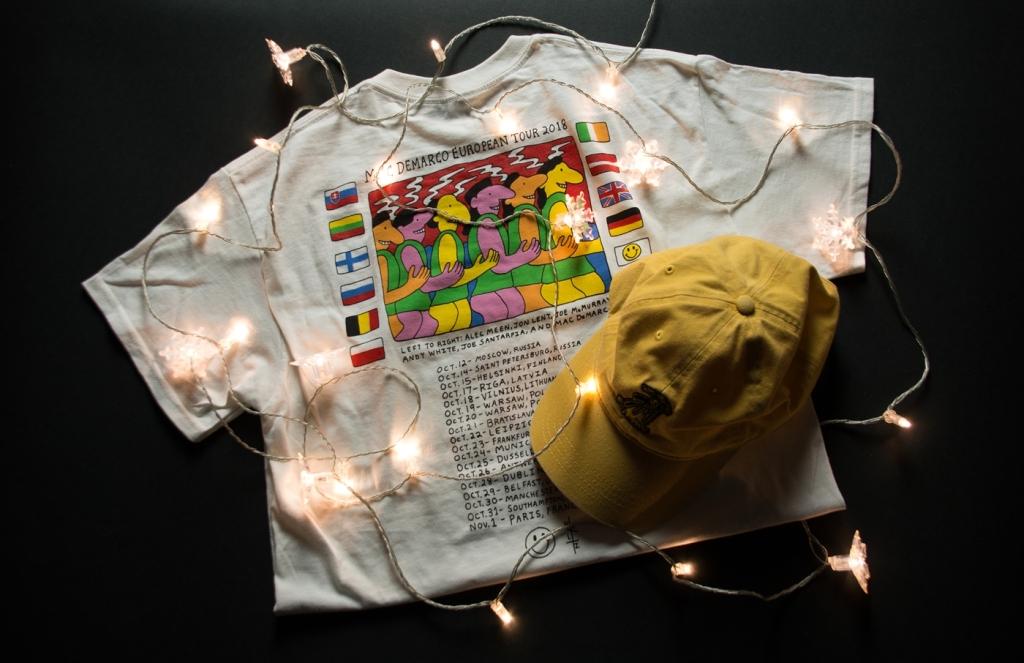 Czapka i koszulka od Maca de Marco