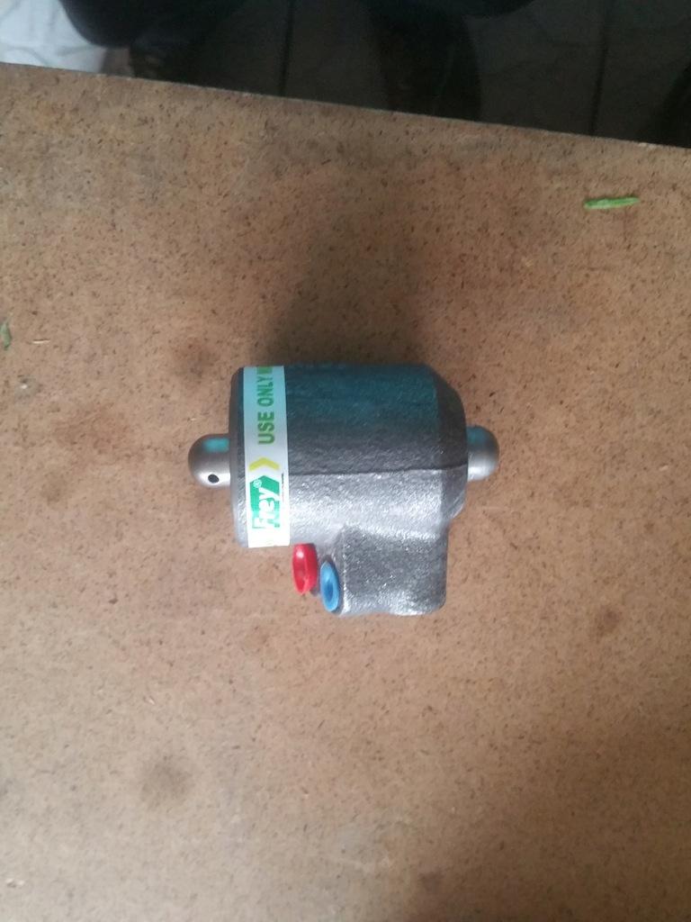 Cylinderek Hamulcowy Ford 8340 e9nn2n448ab