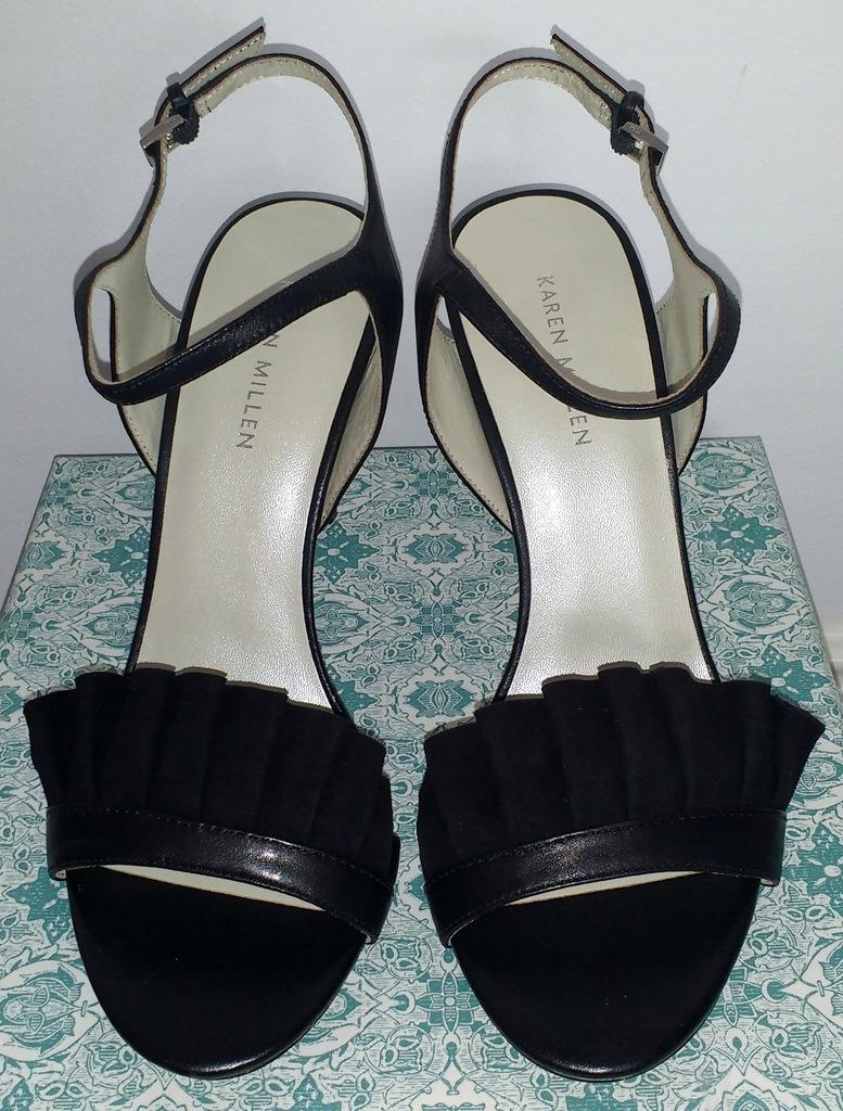 Czarne sandały na obcasie z falbaną Karen Millen