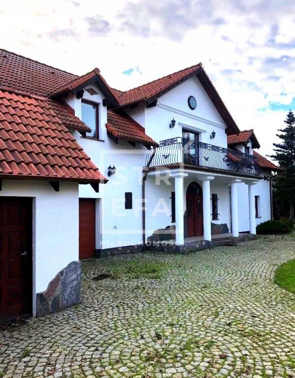 Dom, Oleśnica, Oleśnicki (pow.), 372 m²