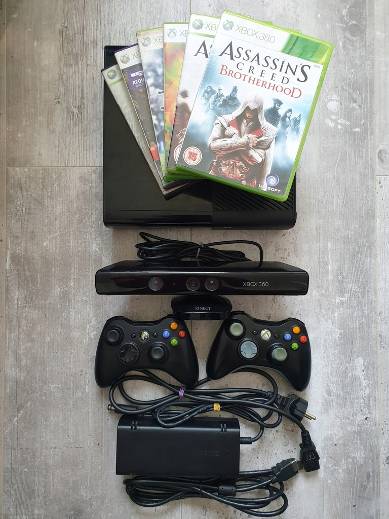 Konsola Xbox 360E 4GB + 2 pady + kinect + gry
