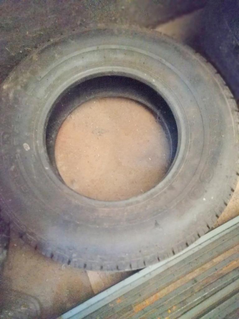 Opona Hankook RA08 205R14C z zapasu 100% bieżnika