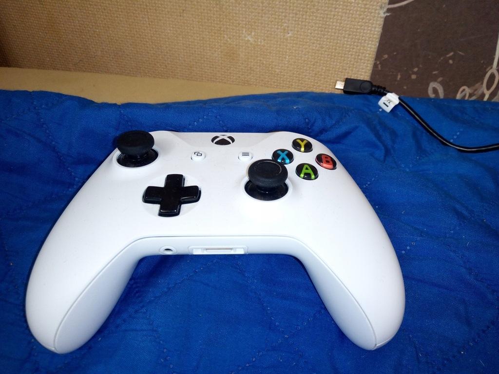 Sprawny pad bezprzewodowy Microsoft Xbox one biały