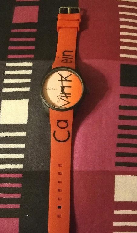 Czerwony zegarek nieużywany